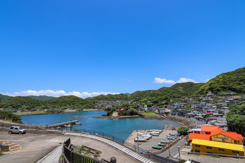 実に美しい港町である